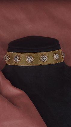 AZVA modern diamond choker in gold Gold Temple Jewellery, Gold Jewellery Design, Gold Jewelry, Kids Jewelry, Stylish Jewelry, Fashion Jewelry, Gold Choker Necklace, Diamond Choker, Diamond Necklaces