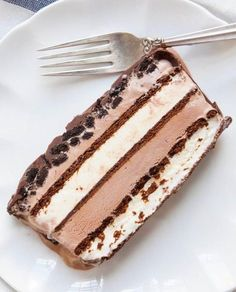 This ice cream cake looks elaborate (and delicious), right? Not only does this cake involve 10 sweet layers of pure bliss, but it relies on a shortcut so you can make it far more quickly than you might expect.