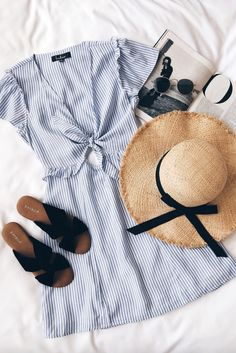 Sep 2019 - Check out my list of 35 Amalfi Coast Outfits, Positano Italy Dresses. You will find my Spring Honeymoon Outfit Ideas here. Europe Outfits Summer, Outfits Winter, Europe Travel Outfits, Classy Summer Outfits, Italy Outfits, Summer Outfits For Teens, Travel Outfit Summer, Summer Dresses, Summer Europe