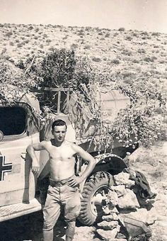 A Afrika Korps soldier next to a captured british truck in German service. German Soldiers Ww2, German Army, Military Photos, Military History, Afrika Corps, Panzer Ii, North African Campaign, Erwin Rommel, German Uniforms