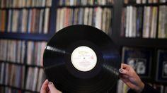 Gebrauchte LPs werden im Schnitt zwischen 10 und 20 Euro gehandelt. Sammlerstücke erreichen tausende Euro. Für Spezialisten in Sammlerkreisen wurden Schallplatten zur Geldanlage. Mehr zur Geschichte der Schallplatte: http://www.nachrichten.at/nachrichten/150jahre/tagespost/Wie-es-zur-Schallplatte-kam;art171761,1701355 (Bild: APA)