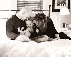 Newborn photography ideas...plus, I LOVE this family photo!