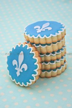 biscuits fleur de lys pour la St-Jean / fleur de lys cookies for Quebec Day Sweet Cookies, Cookies Et Biscuits, Cake Cookies, St Jean Baptiste Quebec, Think Food, Sugar Cookies Recipe, Third Birthday, Make A Gift, Macaron