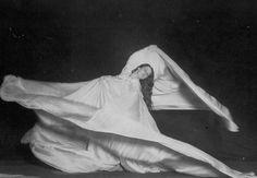 [Vidéo] Loie Fuller, Danse serpentine, 1892  fluidité du mouvement, tissus, rupture avec la danse classique