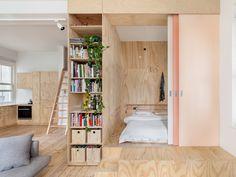 Když interiér dřevostavby ovládne překližka