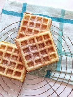 Recipe for simple banana waffles - Kuchen - Banana Honey Recipes, Banana Recipes, Waffle Recipes, Baby Food Recipes, Sweet Recipes, Honey Buttermilk Bread, Buttermilk Waffles, Best Chocolate Chip Muffins, Banana Waffles