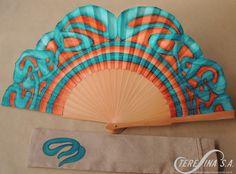 Abanico pintado a mano Hand Held Fan, Hand Fans, Cool Umbrellas, Painted Fan, Antique Fans, Fan Decoration, Hot Flashes, Oriental Fashion, Love Blue