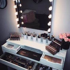 Makeup Room Ideas #Makeup room DIY (Makeup room decor) Makeup Storage Ideas For