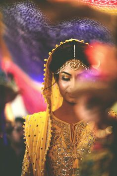 Bride wearing bridal jewellery and salwar. Photo by Ali Khurshid. #MaangTika