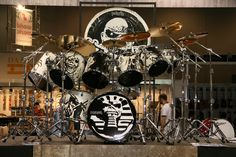 Drums Artwork, Iron Maiden Band, Strange Music, Old Rock, Drum Kits, Cool Items, Rock Bands, Rock N Roll, Heavy Metal