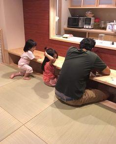 こんにちは。 群馬県在住、1歳と4歳の姉妹を子育て中のaipooowです。 30歳を過ぎ、これからの生活や暮らし方を考える機会が増えていく中で、「シンプルに、… Japan Interior, Best Interior, Interior And Exterior, Room Interior, Japanese Home Decor, Japanese House, Small House Interior Design, House Design, Washitsu
