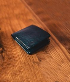 What is the most important feature you are looking for in blue leather wallet? Is it durable? Yes, everyone wants to use some strong a wallet for at least 10 years. Handmade Leather Wallet, Leather Bifold Wallet, Custom Mens Wallets, Groomsmen Gifts Unique, Handmade Wallets, Minimalist Wallet, Leather Men, Leather Fashion, Men's Fashion