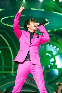 Daesung in pink :3