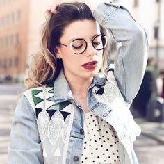 Our #WOOWambassador today is also the #eyewearblogger of #behindmyglasses  She wears the Pop Up1 col.100 __________ #WOOWeyewear #WOOWyourLife __________ #woow #frames #designer #paris #handmade #instaglasses #metalframe #instaglasses #fashion #accessories #glasses #design #eyewear #lunettesdevue #montures #lunettes #glassesporn __________ 📷 @giuliademartin