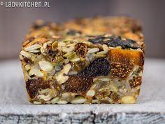 Chlebek bakaliowy, pełen suszonych owoców, orzechów i ziaren