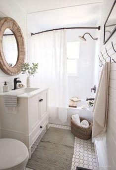 I've rounded up 23 awesome rustic farmhouse bathroom decor inspiration ideas to help inspire you to take on a bathroom makeover. Home Design, Small Home Interior Design, Design Blogs, Design Trends, Small Space Design, Design Styles, Interior Design Inspiration, Design Design, Bathroom Renos