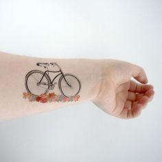 ¿Por qué no dejarde esta bella metáfora de vida en nuestro cuerpo? Mira estos15 tatuajes de bicicletas que te enamorarán.