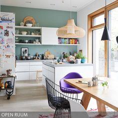 Kreativität braucht Klarheit. Die Offenheit der weißen Einbauten lässt Raum für eine kreative Einrichtung - so kann die vierköpfige Familie sich darin mitmit ihrem Ideenreichtum voll und ganz ausleben.