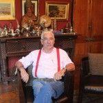 Entrevistamos al artesano Juan Carlos Pallarols, famoso por haber realizado refinados obsequios para Lady Di, Máxima Zorreguieta y Benedicto XVI.