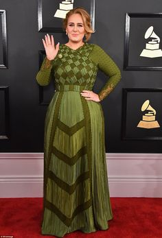 Pop divas Jennifer Lopez and Adele oozed glamour as they made their mark at the annual Grammy Awards on Sunday. Gala Dresses, Red Carpet Dresses, Nice Dresses, Evening Dresses, Jennifer Lopez, Tori Kelly, Celebrity Red Carpet, Celebrity Dresses, Celebrity Style