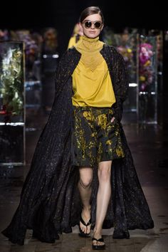 Dries Van Noten Spring 2017 /Not a fan of the flipflops but the rest is gorgeous