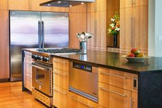 Sleek cabinets and hardware in this modern kitchen design, discovered on www.Porch.com Contemporary Kitchen Cabinets, Modern Kitchen Design, Kitchen Cabinet Design, Tiny Homes, Dream Homes, Kitchen Accessories, Kitchen Remodel, Porch, Hardware