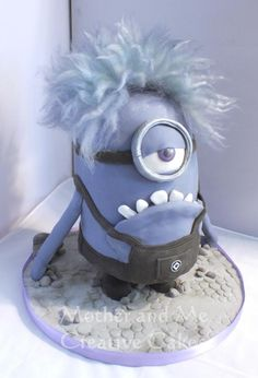 Mauve Minion - For all your cake decorating supplies, please visit craftcompany.co.uk