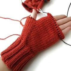Crochet Gloves Pattern, Baby Sweater Knitting Pattern, Knitting Paterns, Knitting Designs, Baby Knitting, Crochet Baby, Knit Crochet, Baby Mittens, Knit Mittens
