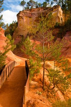 Roussillon, via Flickr.  (Fait partie de l'excursion des villages du Luberon)