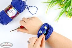"""This Easy Wrist Pouch has so many possibilities when it comes to its usage. You can use it for stitch markers, measuring tape, and more! Free Crochet Bag, Quick Crochet, Crochet Tote, Crochet Quilt, Crochet Mittens, Crochet Yarn, Crochet Ideas, Crochet Stitches, Beginner Crochet Projects"