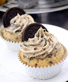 Cookies Cream Cupcakes with Oreo Cream Cheese Frosting