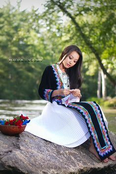 Hmong Girl Paj Ntaub sewing rose cloth asian houa vang- love the black, white, and color together