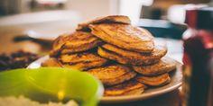 """Für Foodies ist Berlin ein wahres Paradies – und zwar nicht für die Großen! Die Betreiber der Gastronomie lassen sich allerhand einfallen, um das Thema """"Essen und Ernährung"""" für Eltern mit Kindern spannend zu gestalten, auch mal abseits des Esstisches. Vom Restaurant mit integriertem Theater hin zum Bauernhof zum Selbstpflücken und Kochen: Wir hätten da sechs tolle Kinderrestaurants in Berlin – auf die etwas andere Art. Bratwurst, Pancakes, Cookies, Breakfast, Desserts, Theater, Food, Kids, Fine Dining"""