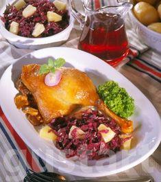 Lajos Mari konyhája - Ananászos-vörös káposztás libacomb Hungarian Recipes, Hungarian Food, Bacon, Pork, Eggs, Beef, Dishes, Chicken, Breakfast
