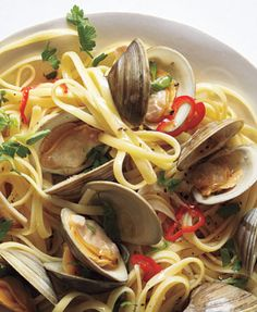 12 ounces linguine 1/3 cup olive oil 4 cloves garlic, thinly sliced 1 chili pepper (such as serrano or jalapeño), thinly sliced 3/4 cup dry white wine 20 littleneck clams, scrubbed kosher salt and black pepper 1/4 cup chopped fresh flat-leaf parsley