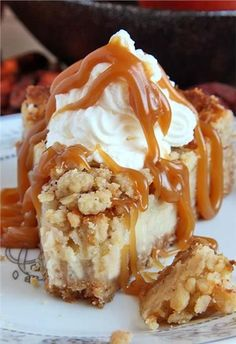 Graham / oat crust: cup brown sugar 1 cup graham crackers crumbs cup oatmeal ta The post Caramel Apple Crisp Cheesecake appeared first on Dessert Park. Köstliche Desserts, Delicious Desserts, Dessert Recipes, Yummy Food, Frosting Recipes, Health Desserts, Dinner Recipes, Caramel Apple Crisp, Caramel Apples