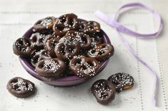Try To Resist The Twist: Gluten-Free Dark Chocolate Pretzels. I LOVE Spencers Market!! it is so easy to shop for gluten free, vegan, organic, etc!! LOVE! Tell them I sent you! Use the link! Thanks!