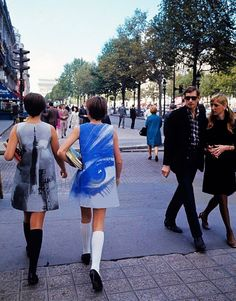 Paper dresses arrives in France on the Champs-Elysees in 1967.  Photo by Manuel Litran (Paris Match)