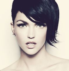Australian celebrity Ruby Rose rocks the cropped pixie 'do and dramatic eye makeup. @Ruby #hair #rubyrose #beauty