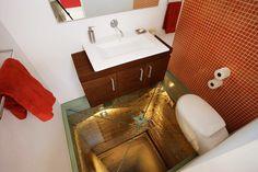 Baño sobre el piso 15 de un ascensor, diseñado por Hernández Silva Arquitectos, Guadalajara - México