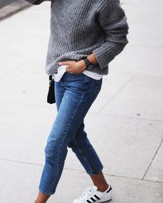 street style - skinny jeans, white top, grey sweater ( fall - winter )