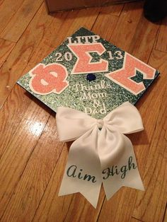 Graduation | Phi Sigma Sigma | bowtastic decorated grad cap ♡ aim high