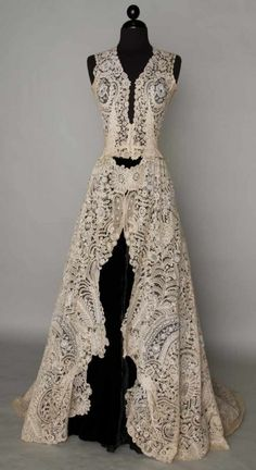 Brussels mixed lace wedding gown, 1940  Handmade bobbin & Pt de Gaz needle lace c. 1860-1870, possibly a veil remade into wedding gown c. 1940, fitted sleeveless bodice. BROOKLYN MUSEUM