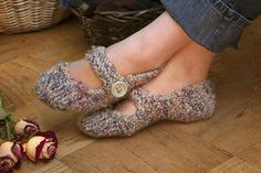 Ravelry: Rose Cottage Slippers pattern by Melissa Walshe. FREE pattern
