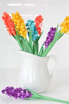 These paper hyacinth flowers are easy to put together and make a gorgeous DIY bouquet! Such a fun spring craft idea! These paper hyacinth flowers are easy to put together and make a gorgeous DIY bouquet! Such a fun spring craft idea! Rolled Paper Flowers, Tissue Paper Flowers, Hyacinth Flowers, Hyacinth Bouquet, Diy Ostern, Diy Papier, Paper Flower Tutorial, Easter Crafts For Kids, Easy Diy Crafts