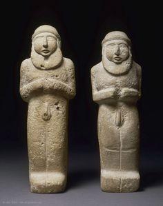 Statuettes of priest-kingsfrom Uruk, c.3300BCE.  Louvre museum