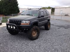 Huge mudders on lifted Jeep Grand Cherokee WJ