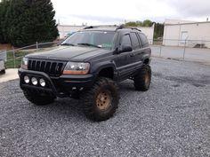 Huge mudders on lifted Jeep Grand Cherokee WJ