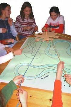 Drawing Game - Stripping Zieher - Earth Games - Game materials with a positive input . Youth Group Games, Team Games, Family Games, Fun Games, Games For Kids, Activities For Kids, Earth Games, Teamwork Activities, Scout Games