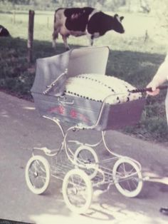 Vintage Pram, Prams And Pushchairs, Baby Prams, Old And New, Baby Strollers, Retro, Children, Cars, Kids Wagon